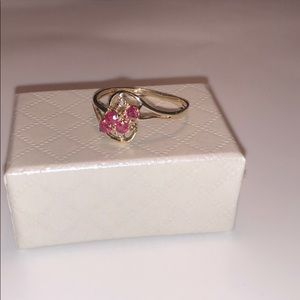 Lovely 10KT yellow gold size 7 ring